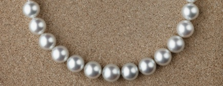 A strand of silver South Sea pearls. (Photo: Mikura.com)