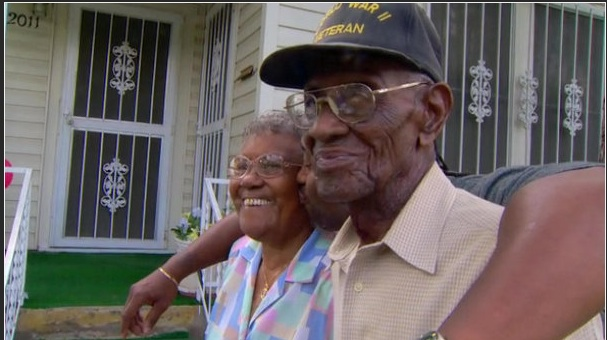 Richard Overton in front of the East Austin home he built upon returning home from his service in WWII. (Photo: KVUE)