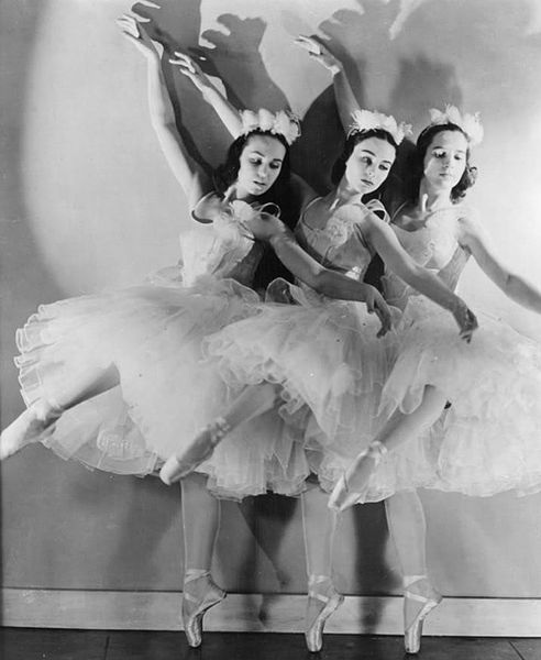 The Ballet Russe de Monte Carlo performing The Nutcracker in 1940. (via Wikipedia)