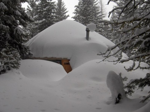 30 foot yurt buried in snow. (Image: Fortress Yurts)